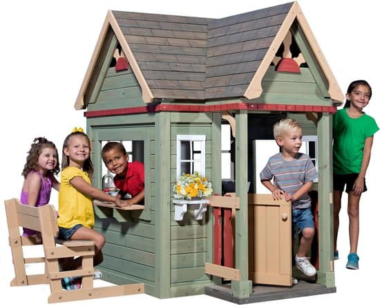 Playhouse with the best kitchen: Backyard Discovery Victorian Inn