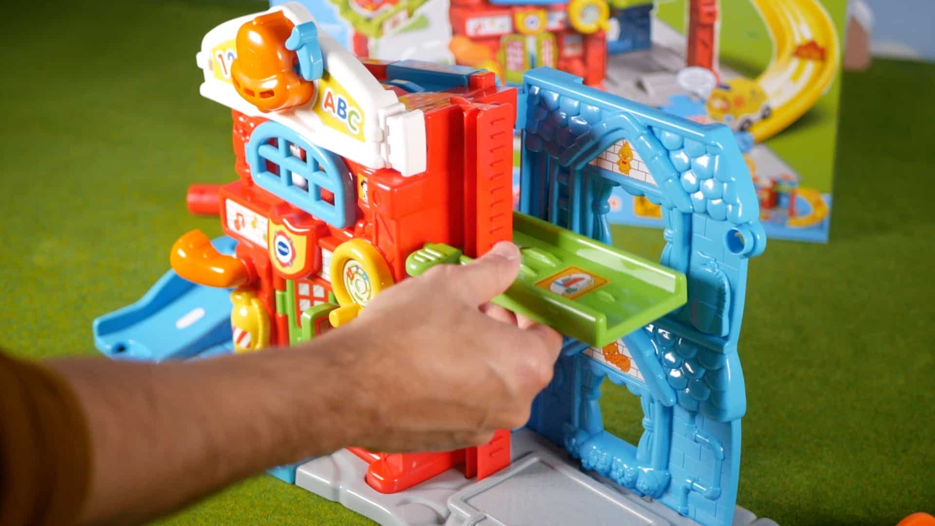 Vtech Toet Toet assemble cars save the day fire station