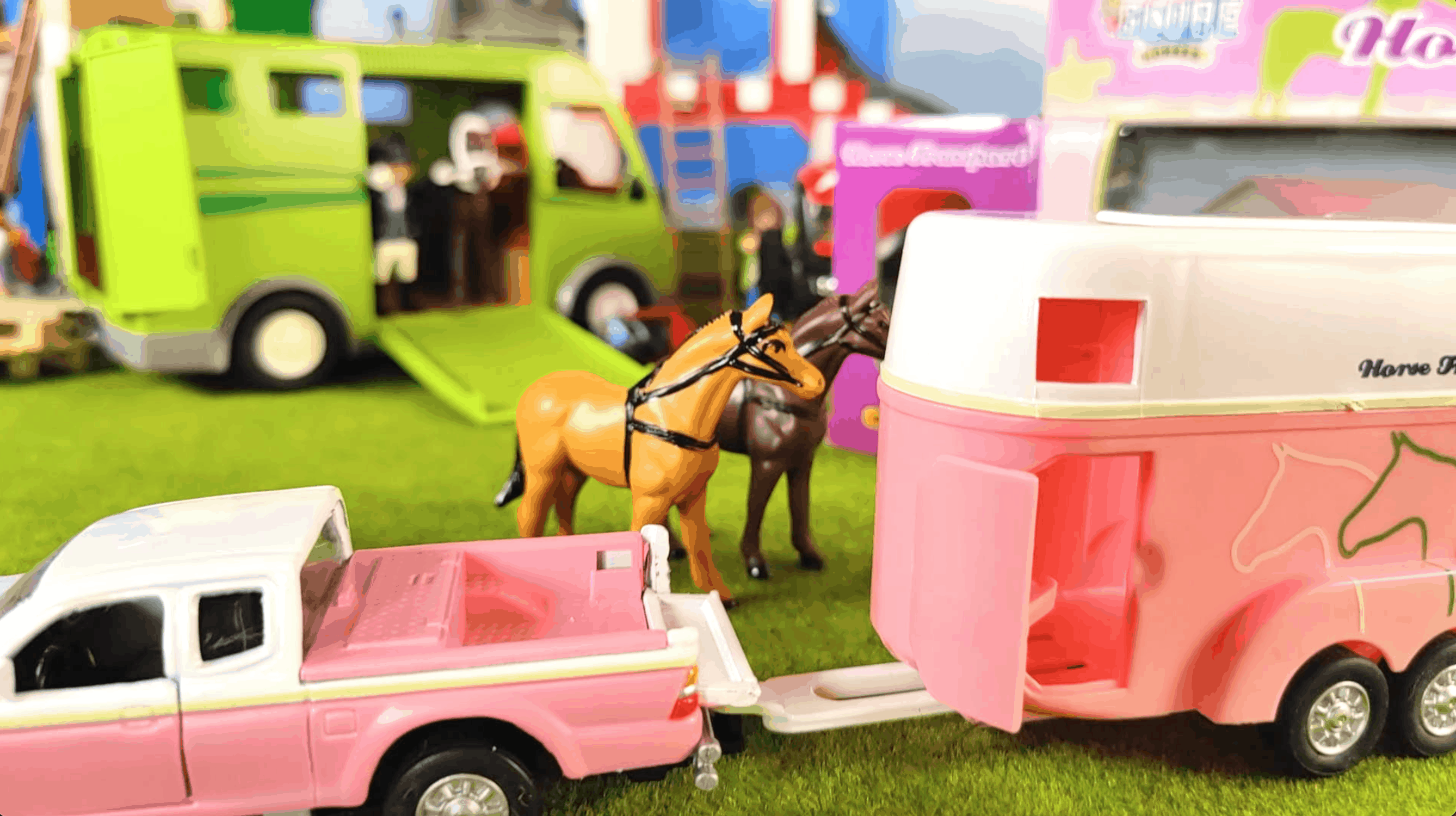 Kids Globe Pink Horse trailer that casts