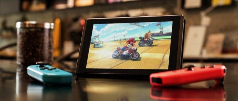 Game console- Nintendo Switch op tafel